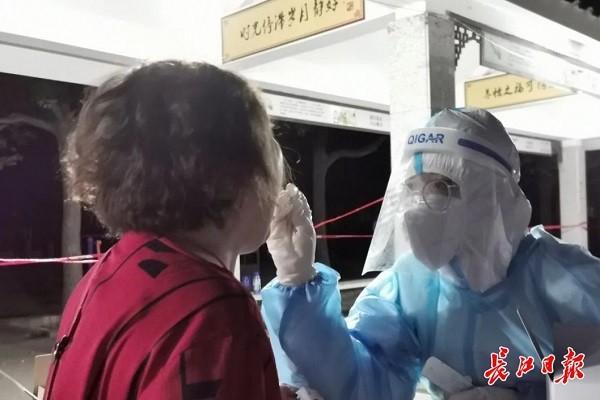 Trung Quoc: Vu Han xet nghiem Covid-19 toan thanh pho