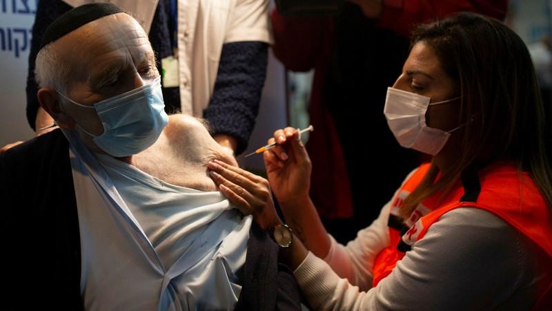 WHO dao nguoc tuyen bo ve mui tiem vaccine Covid-19 thu ba