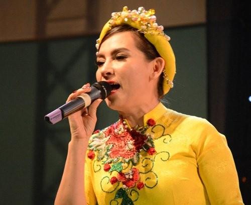 Chop khoanh khac tinh tu cua Phi Nhung va Che Linh-Hinh-4