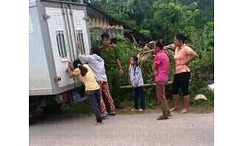 Bo hiep dam, sam so 2 con gai ruot rung dong Yen Bai