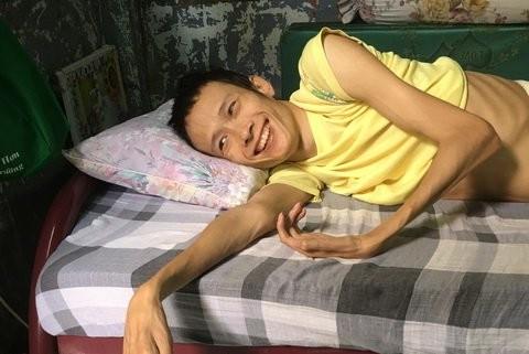 Tinh bat ngo cua chang trai tat nguyen va co gai xu Quang