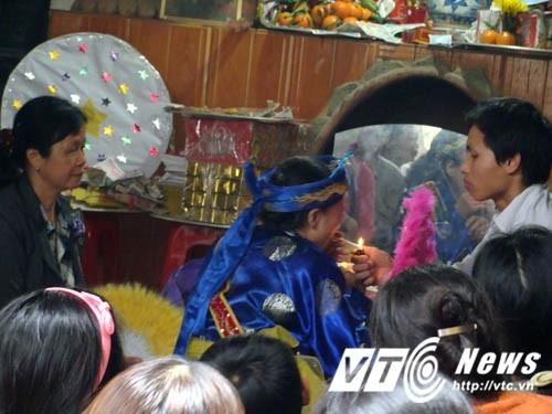 Su that ong Hoang Bay: Cung Than bang... thuoc phien-Hinh-2