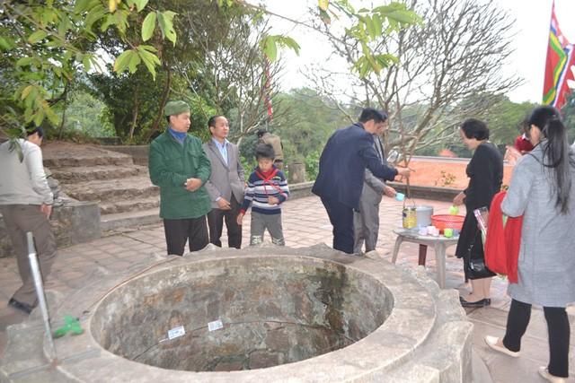 """Su that ve gieng nuoc than """"chua bach benh"""" o Con Son-Hinh-3"""