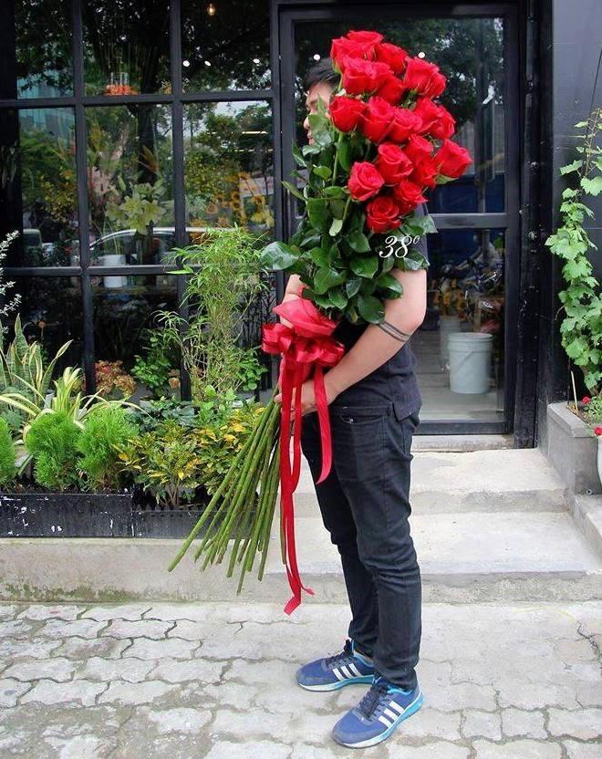 Hoa hong gia nua trieu cao hon nguoi chay hang dip Valentine-Hinh-2