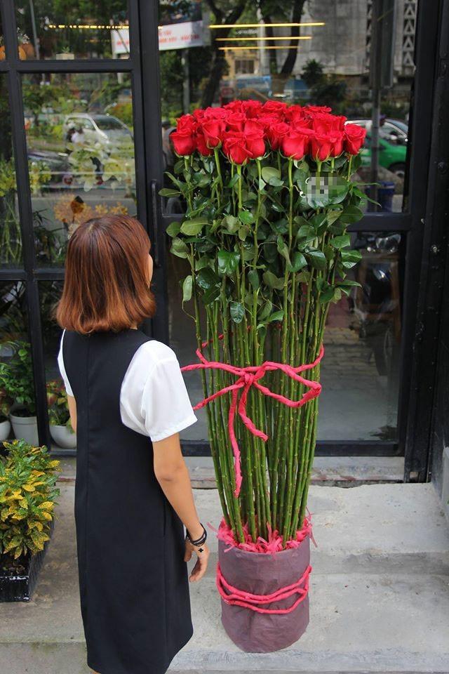 Hoa hong gia nua trieu cao hon nguoi chay hang dip Valentine