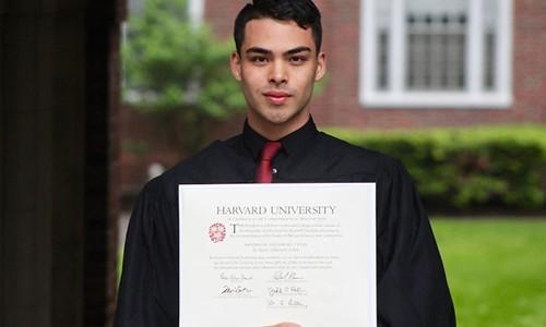 Chang trai ngheo tot nghiep Harvard chia se bi quyet thanh cong