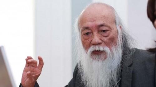 Nu sinh THPT Le Hoan hút thuóc trong le khai giảng gay sot-Hinh-5