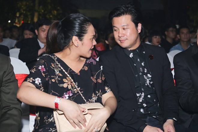 Vo nhac si Thanh Bui sinh doi con trai