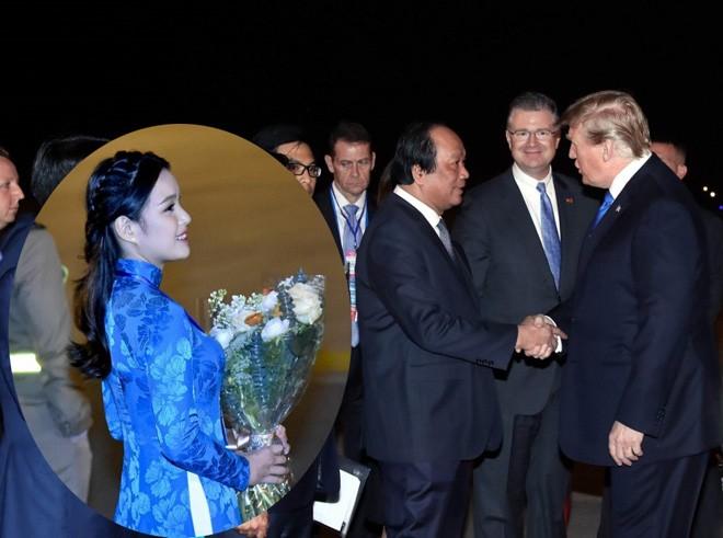 Bi mat ao dai theu vang 24K nu sinh mac khi tang hoa Tong thong Trump