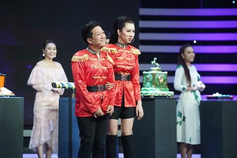 """Nha Phuong co """"noi mau ghen"""" khi thay Truong Giang nhu the nay"""