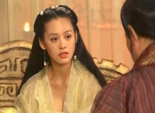 Vi sao Tan Thuy Hoang phai nhan tam day me ruot, giet chet hai em?