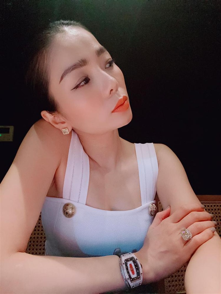 Le Quyen lien tuc phat ngon an y giua nghi van ran nut hon nhan-Hinh-5