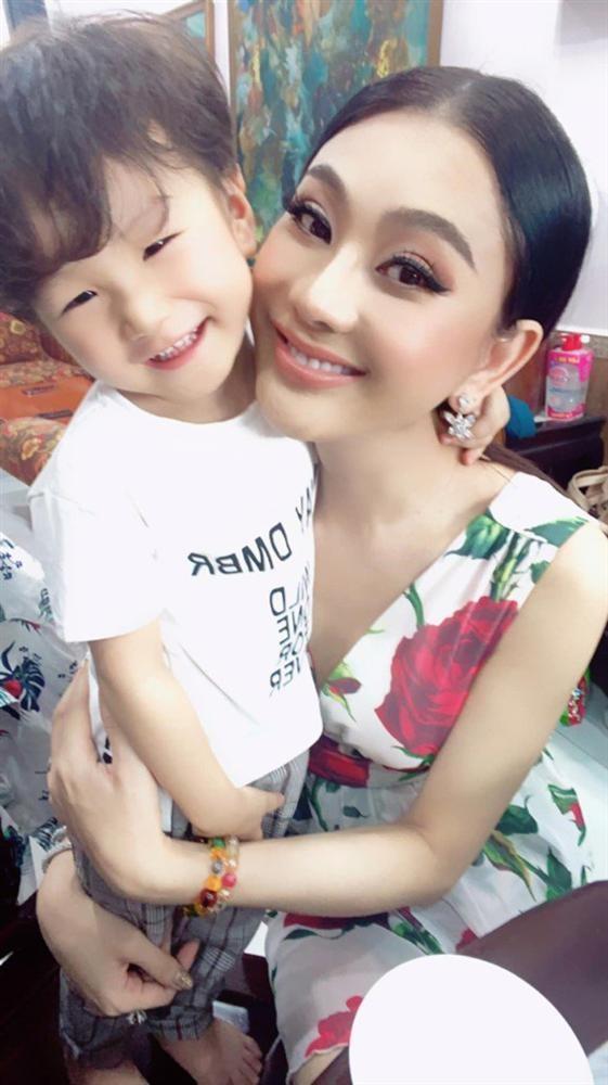 Ngoai hinh con trai hon 2 tuoi cua Lam Khanh Chi-Hinh-4