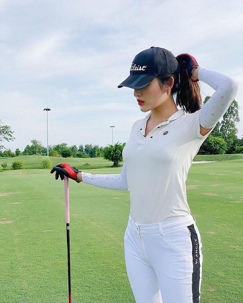 Thoi trang choi golf cua my nhan Viet co gi dac biet, khac la?-Hinh-8