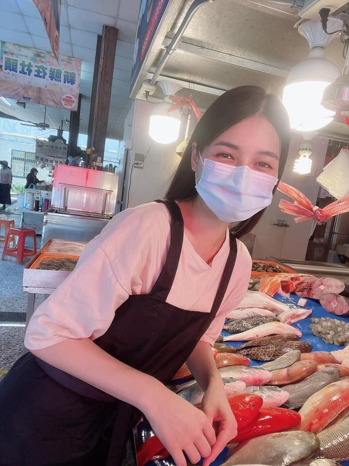 Hot girl ban ca o Dai Loan bi chi trich vi khong tham gia chong dich-Hinh-3