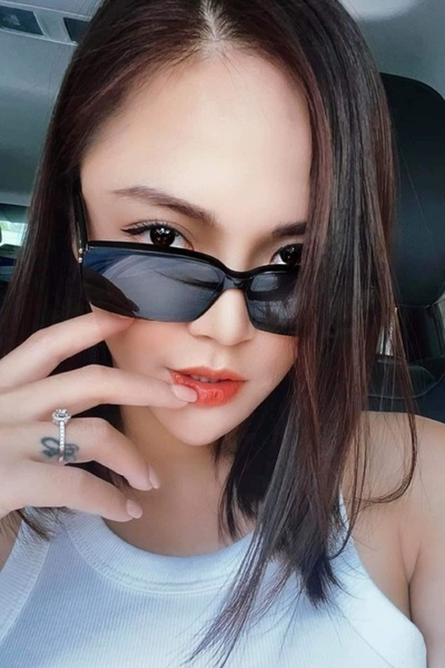 Thu Quynh khoe duong cong giau kin tren phim