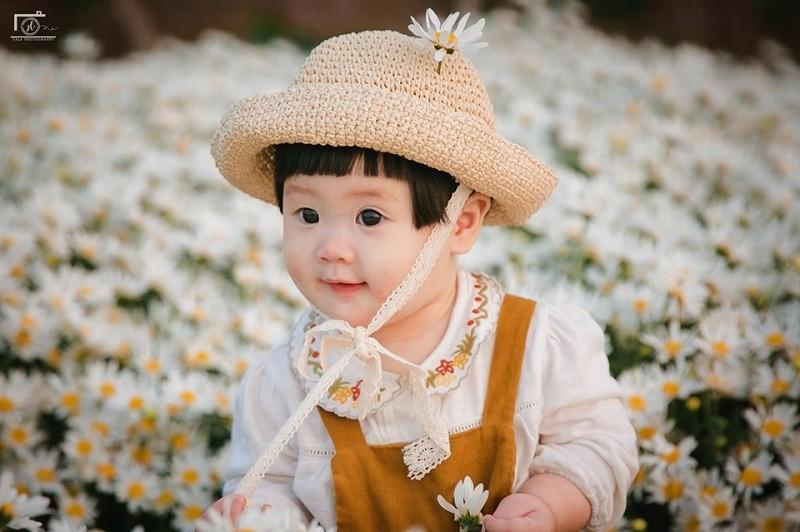 Hai huoc bo anh em be meu mao giua vuon cuc hoa mi-Hinh-8