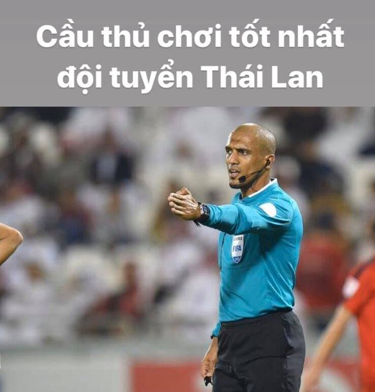 Phu nhan ban thang cua DT Viet Nam vao luoi Thai Lan, trong tai Oman bi nem da du doi-Hinh-2