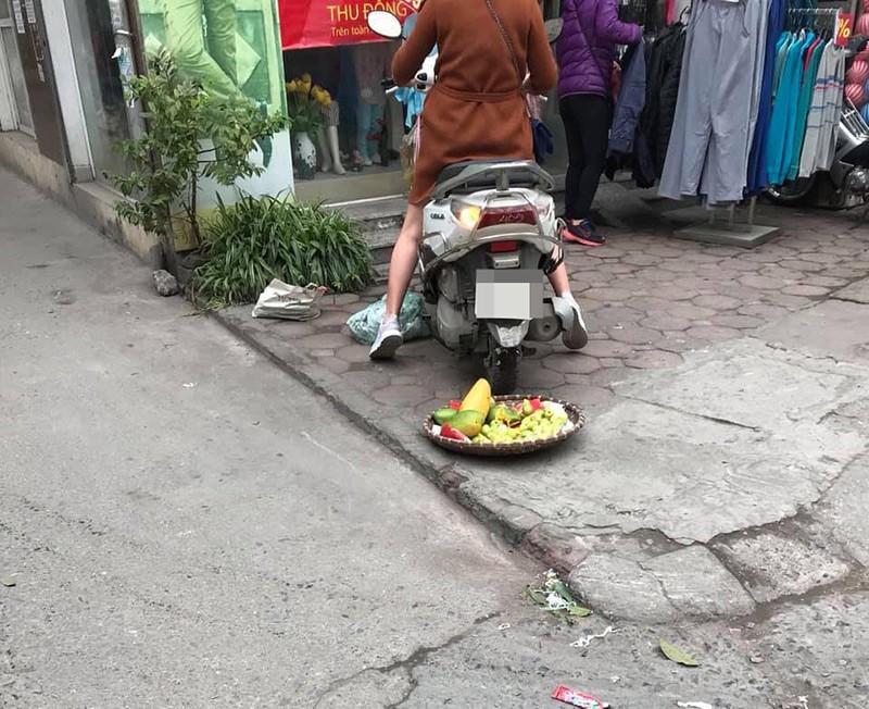 Quai xe Lead can nat ro hoa qua con trach mang nguoi ban hang-Hinh-2