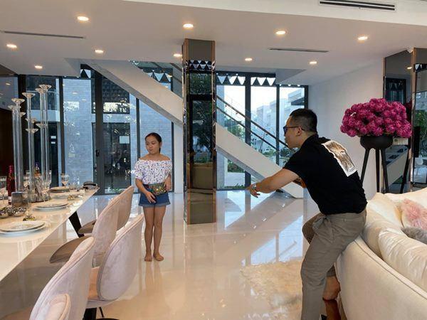 Phuong Chanel toi tham nha Ngoc Trinh, manh tay pho bay toan bo biet thu-Hinh-5