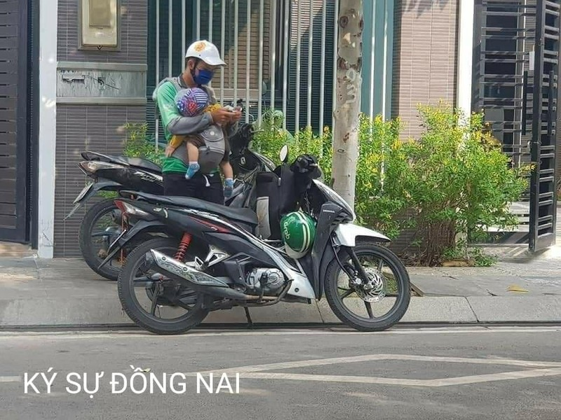 Hinh anh bo xe om cong nghe diu con di lam lay nuoc mat dan mang-Hinh-2