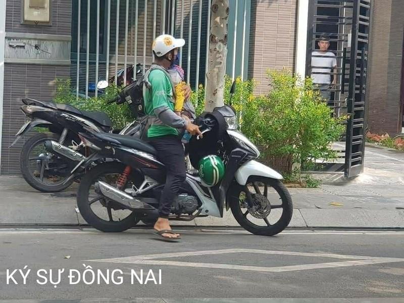 Hinh anh bo xe om cong nghe diu con di lam lay nuoc mat dan mang