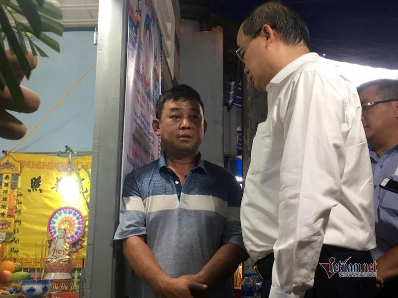 Bi thu Nguyen Thien Nhan bat khoc khi vieng be trai bi cay phuong do tu vong-Hinh-2