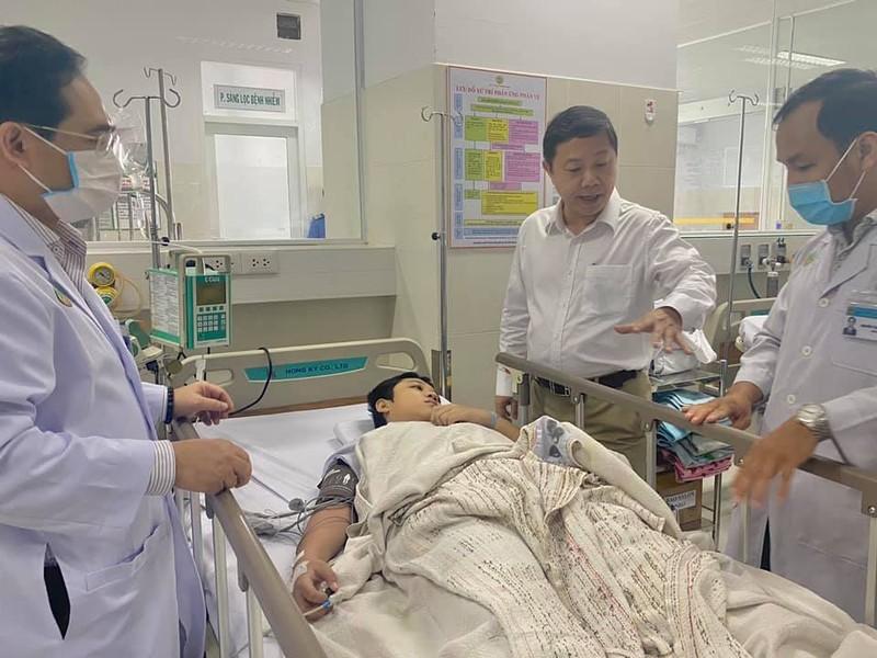 Bi thu Nguyen Thien Nhan bat khoc khi vieng be trai bi cay phuong do tu vong-Hinh-3