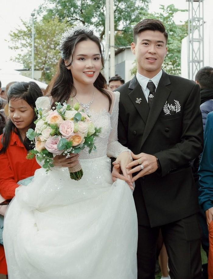 Cong Phuong va dan cau thu Viet co vo thuoc hang