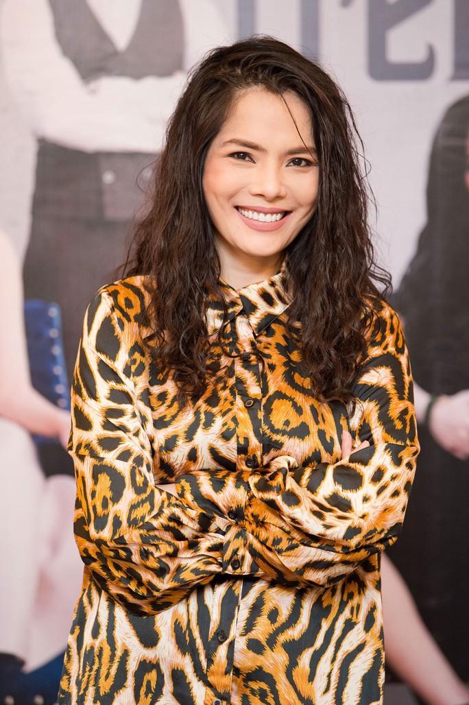 """Kieu Thanh lien tuc bi fan cong kich hau cong khai la """"con giap thu 13"""""""