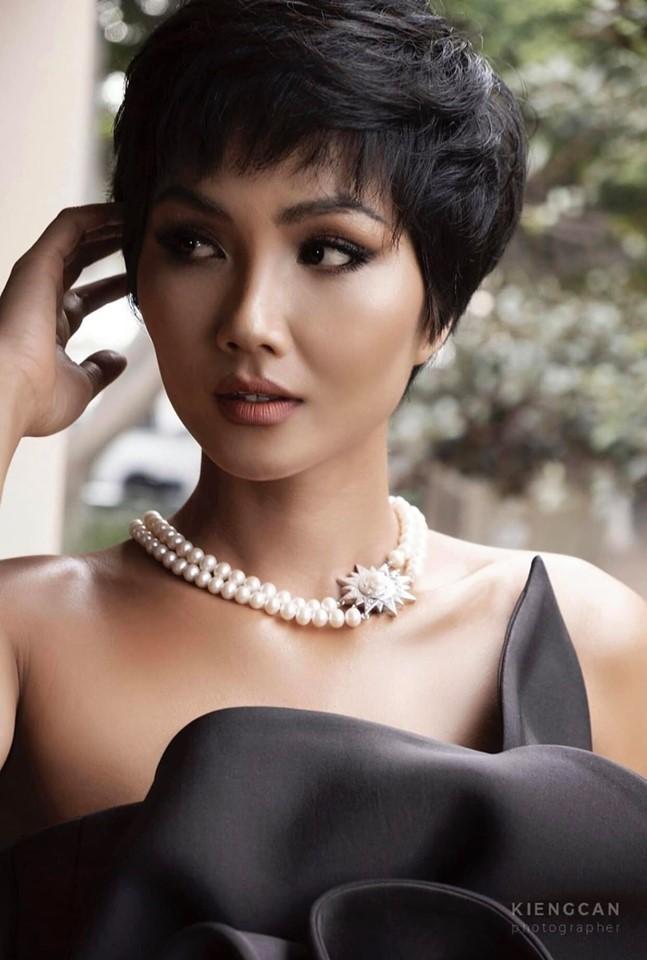 Phu nhan mang bau, H'Hen Nie lai dinh nghi van dinh hon khi khoe nhan deo ngon ap ut-Hinh-2