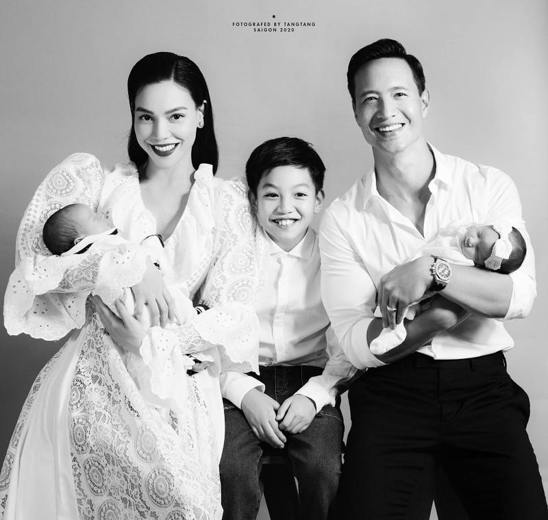 Sot anh Ho Ngoc Ha - Kim Ly bong hai con tao hinh trai tim