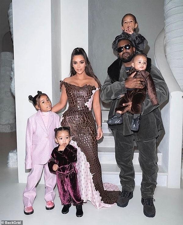 Ro tin Kim Kardashian - Kanye West ly hon, tai san chung chia the nao?-Hinh-2