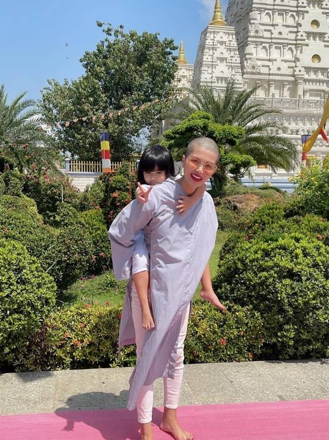 Nhan sac Hoa hau 6 con Oanh Yen khi cao dau troc loc