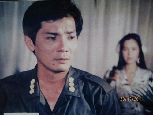 Doi trang hoa va hanh phuc muon cua nghe si Thuong Tin