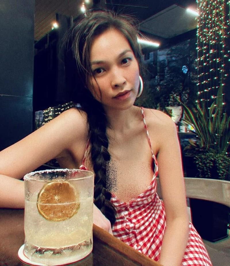 Hien Thuc an mac phong khoang, bi chi trich khoe than qua da-Hinh-9