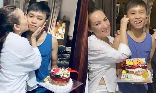 Phi Nhung bi fan quay lung giua on ao voi Ho Van Cuong
