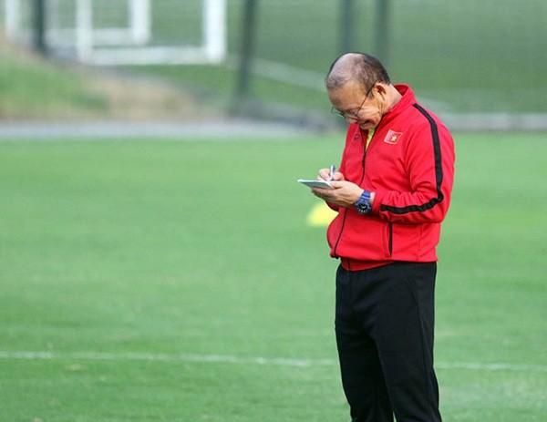 HLV Park Hang Seo 'mot minh mot ngua' giua dan iFan-Hinh-4