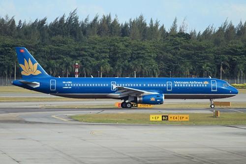 Tau bay Airbus A321 cua Vietnam Airline gap su co tren duong bang