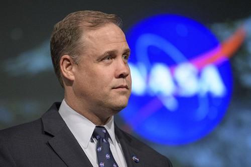 NASA phai cho nghi tap the lan dau trong lich su vi Covid-19
