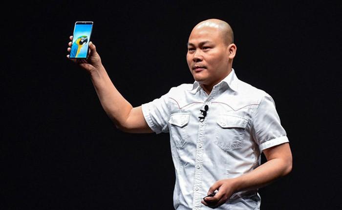 """CEO Nguyen Tu Quang """"buc xuc"""" khi Bphone bi danh dai dang"""