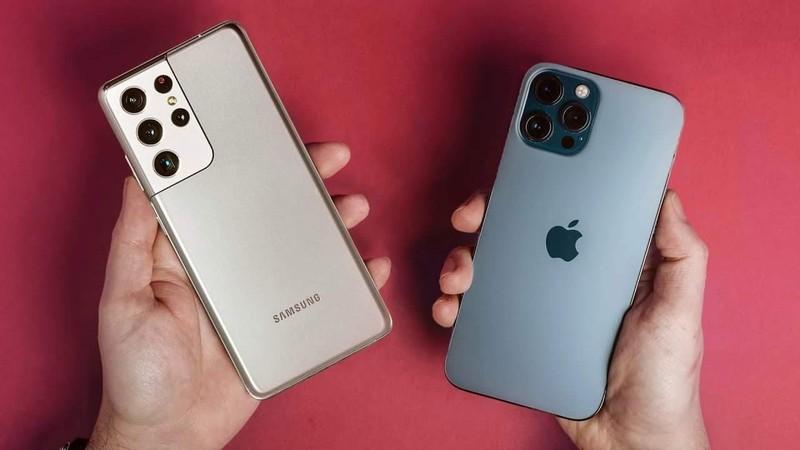 """Qua 8/3: iPhone 12 Pro Max va Galaxy S21 Ultra qua """"ngon, bo, re"""""""