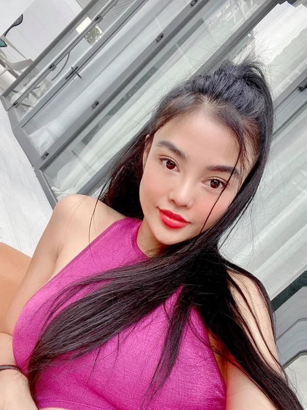"Kim Kardashian hoi han, hoa hau Julia Ho lai ""dam me"" duong da bang mau-Hinh-6"