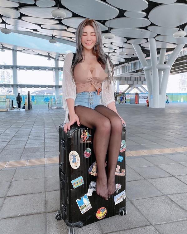 """Nhuc mat"" hotgirl an mac sexy khoe than tren tau dien-Hinh-5"