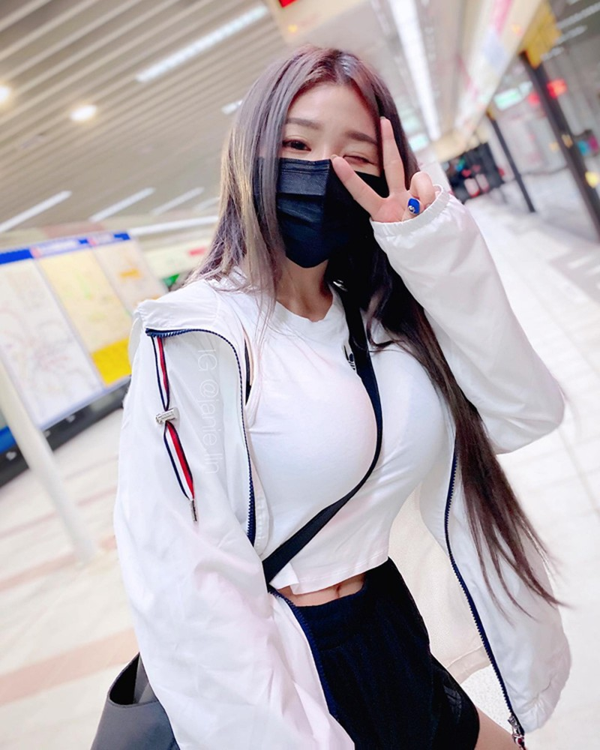 """Nhuc mat"" hotgirl an mac sexy khoe than tren tau dien-Hinh-9"