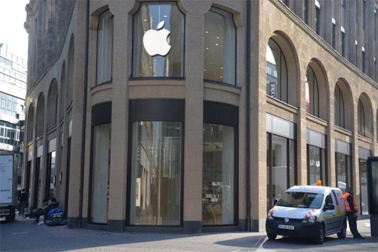 Apple co the bi cam ban iPhone, mang chip ban dan rung dong