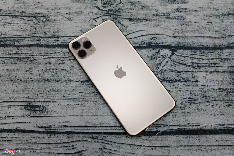 Mo hop iPhone 11 Pro Max dau tien ve VN, the gioi chua ban