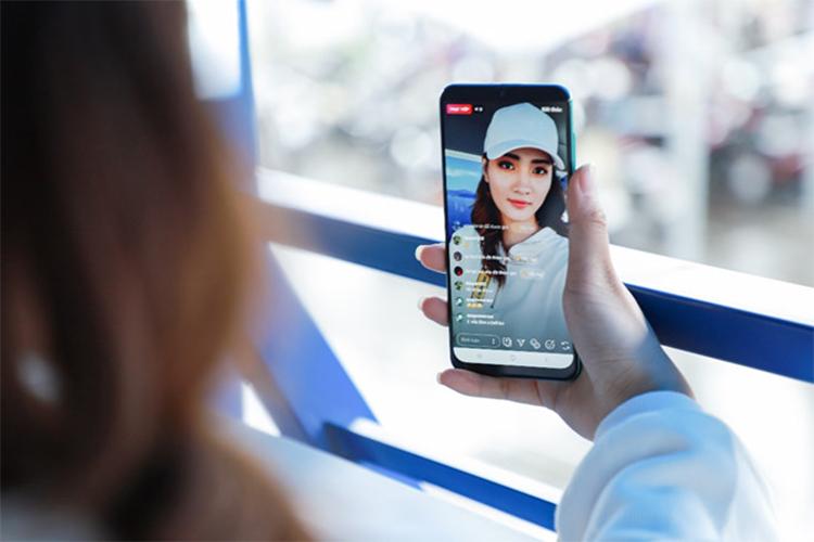 Vi sao smartphone co man hinh Super AMOLED dang tien?-Hinh-2