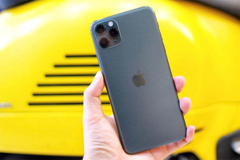 iPhone 11 Pro Max mau xanh het hot, giam gia cham day-Hinh-2