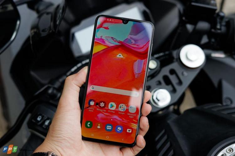 Loat smartphone tam trung Samsung ban chay nhat Quy 3/2019-Hinh-3